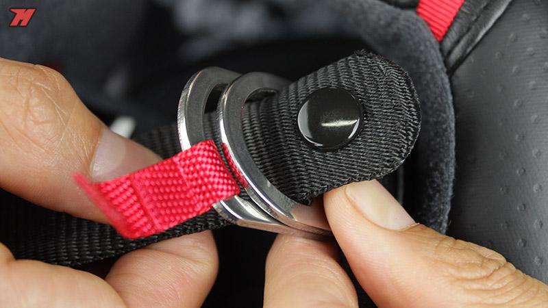 Tutorial: cómo abrocharnos un casco de doble anilla