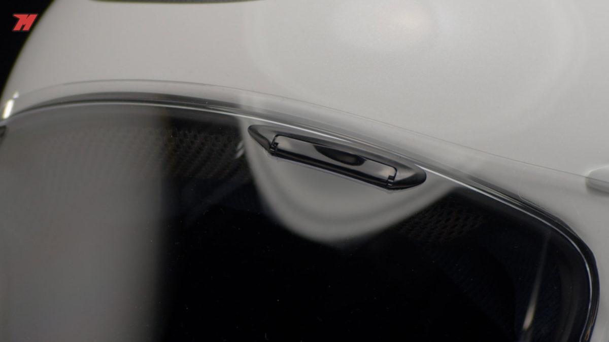 Las ventilaciones del Chaser-X de Arai están en la pantalla