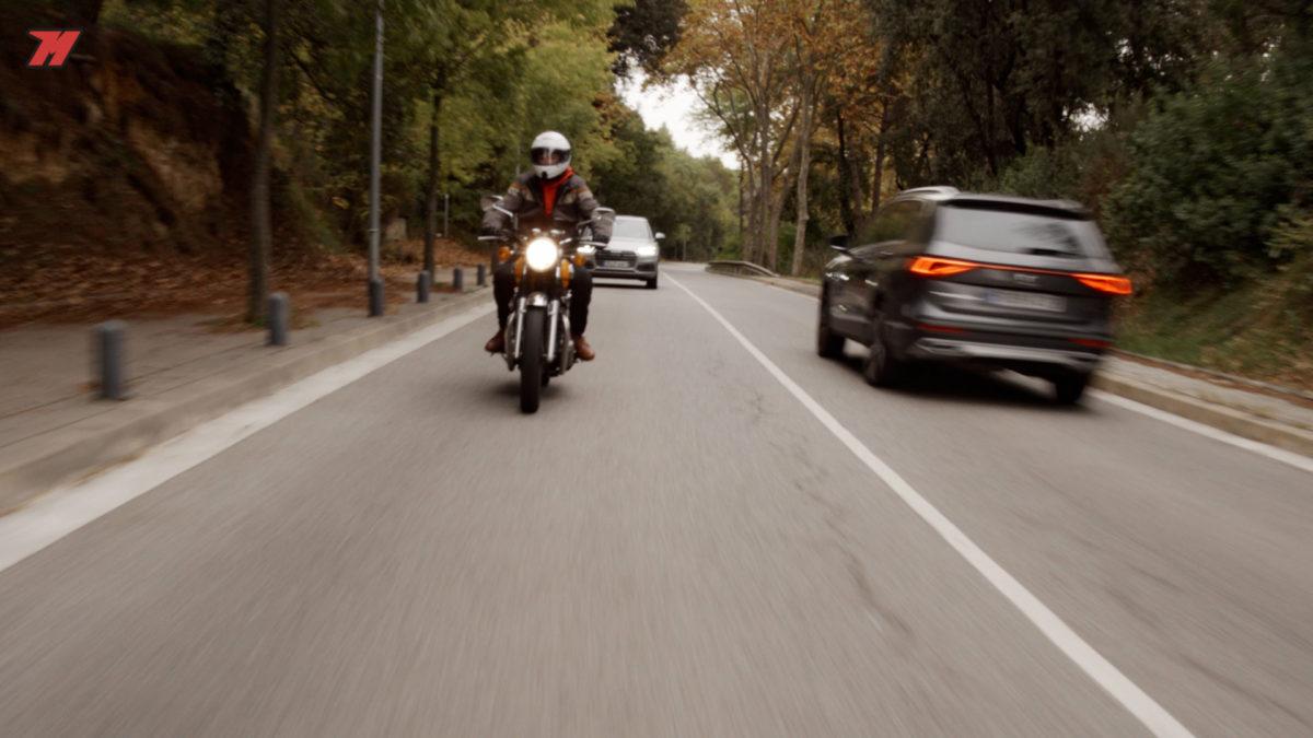 Una moto sin protección hace que escoger un casco sea muy importante