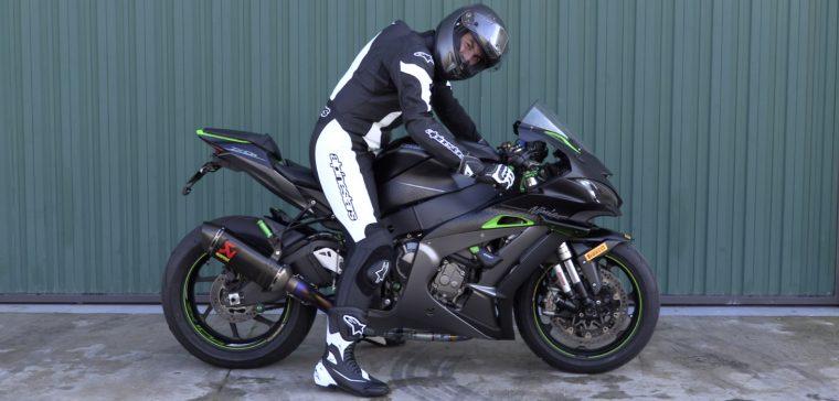 como equiparme para circuito de motos