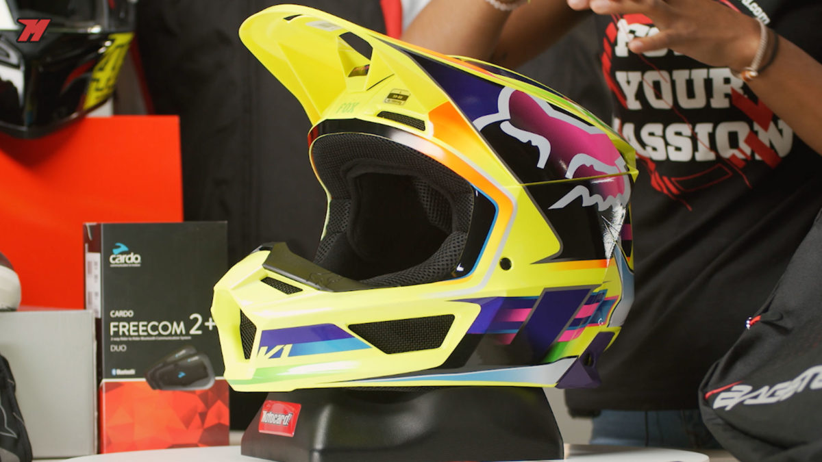 Este casco Fox V1 es perfecto para debutar