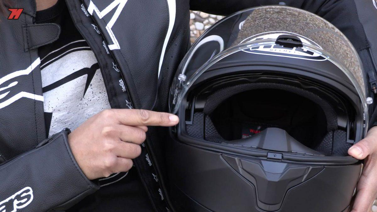 El HJC C70 permite usar gafas graduadas cómodamente.