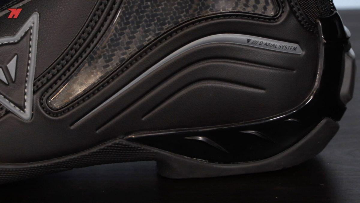Estas botas Dainese incorporan un sistema antitorsión