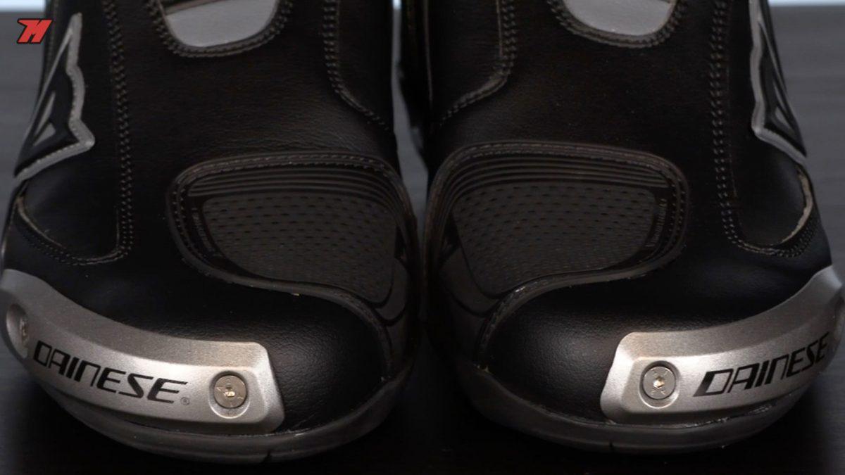 Analisis botas deportivas Dainese Axial D1
