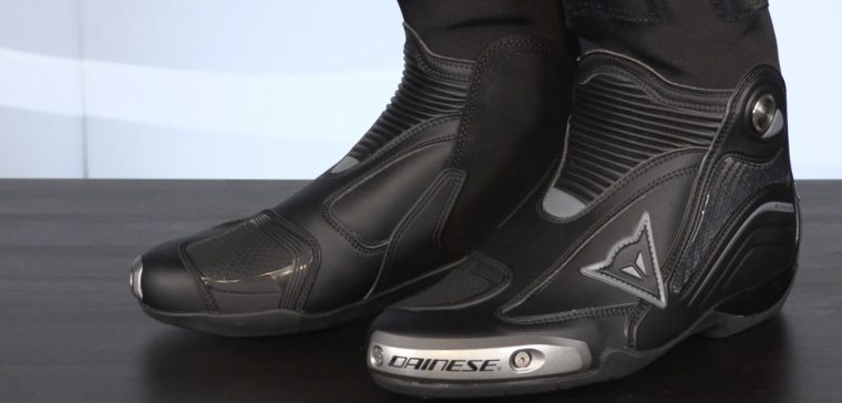Dainese Axial D1, the best racing boots of the moment?