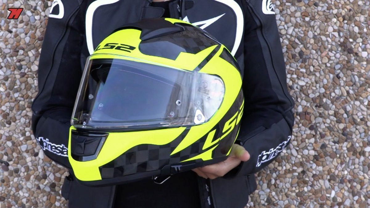 El casco de moto LS2 FF397 Vector C Evo es un buen casco integral de carbono.