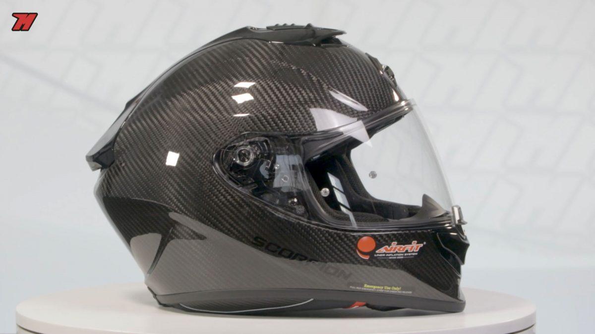 Así es el casco de moto Scorpion de carbono