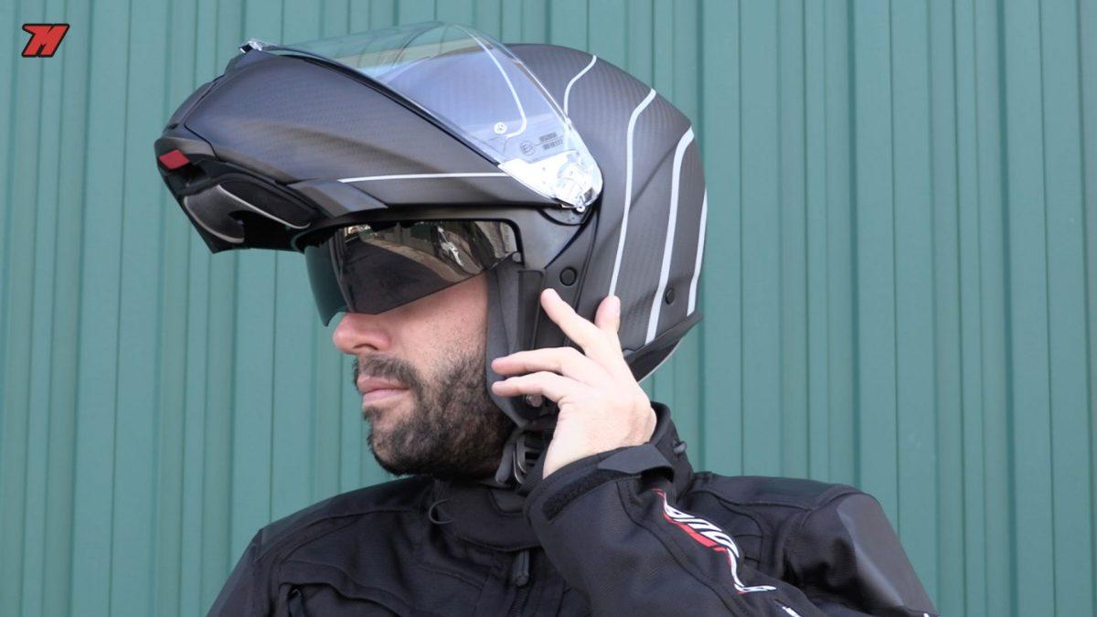 El AGV Sportmodular es uno de los pocos cascos de su categoría hecho de carbono.