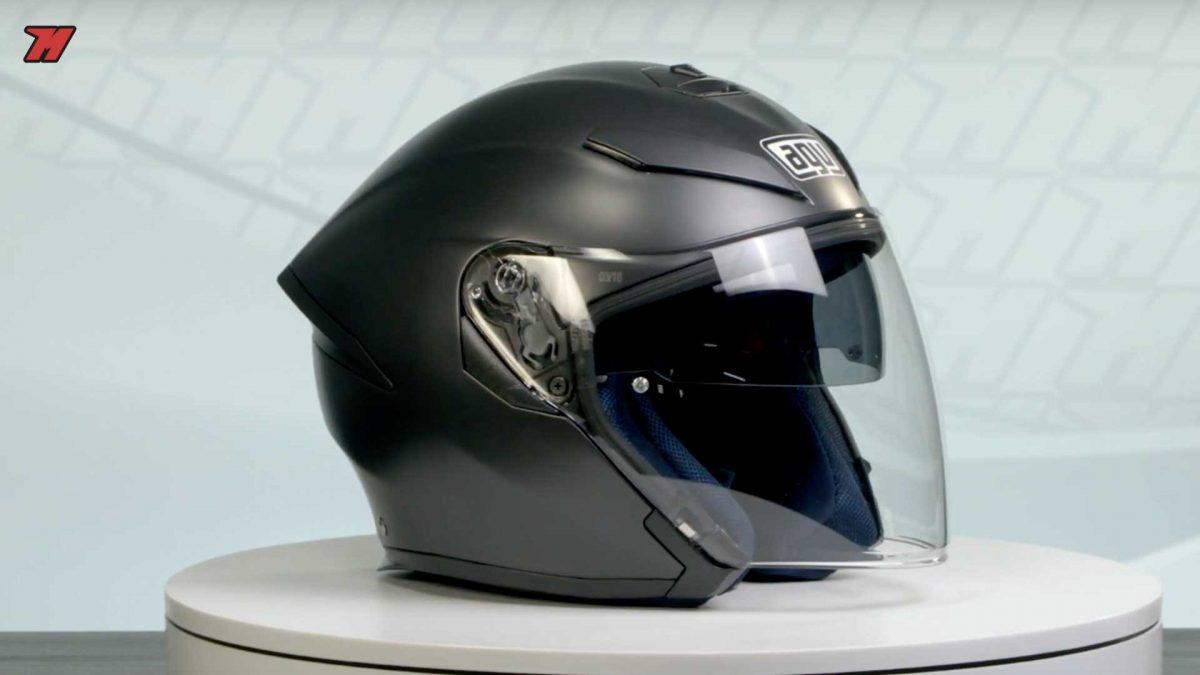 Un casco de moto jet tiene menor seguridad