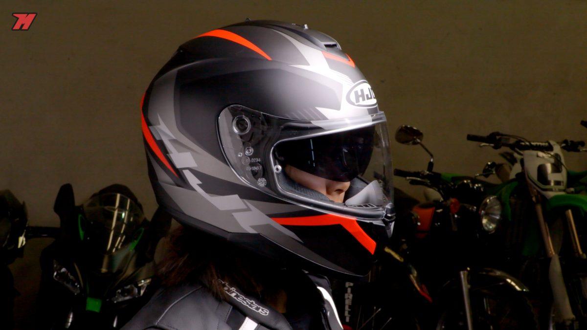 El HJC C70 es un casco sport-touring por menos de 200 euros