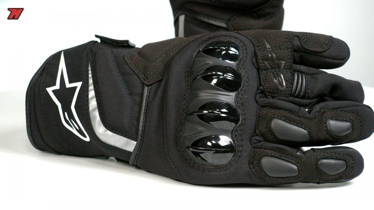 Estos guantes de moto de lluvia Alpinestars son una gran elección.