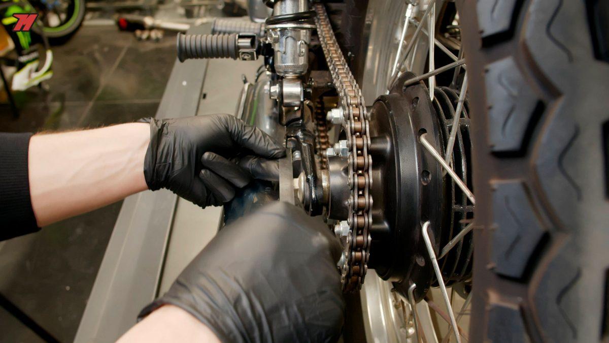 Tensa la cadena requiere de un nivel mínimo de mecánica.