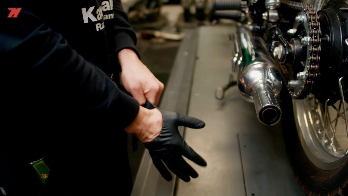 Si eres un maniático de la limpieza, recuerda ponerte guantes.