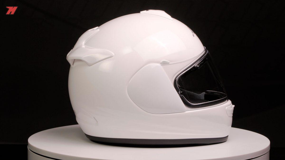 El Arai Axces-3 es el casco de entrada de la marca.