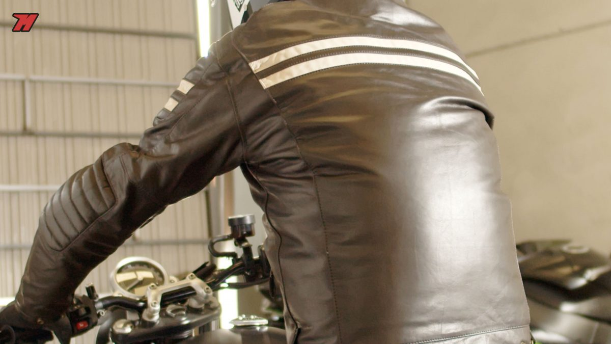 La chaqueta de cuero Segura Stripe es muy cafe racer.