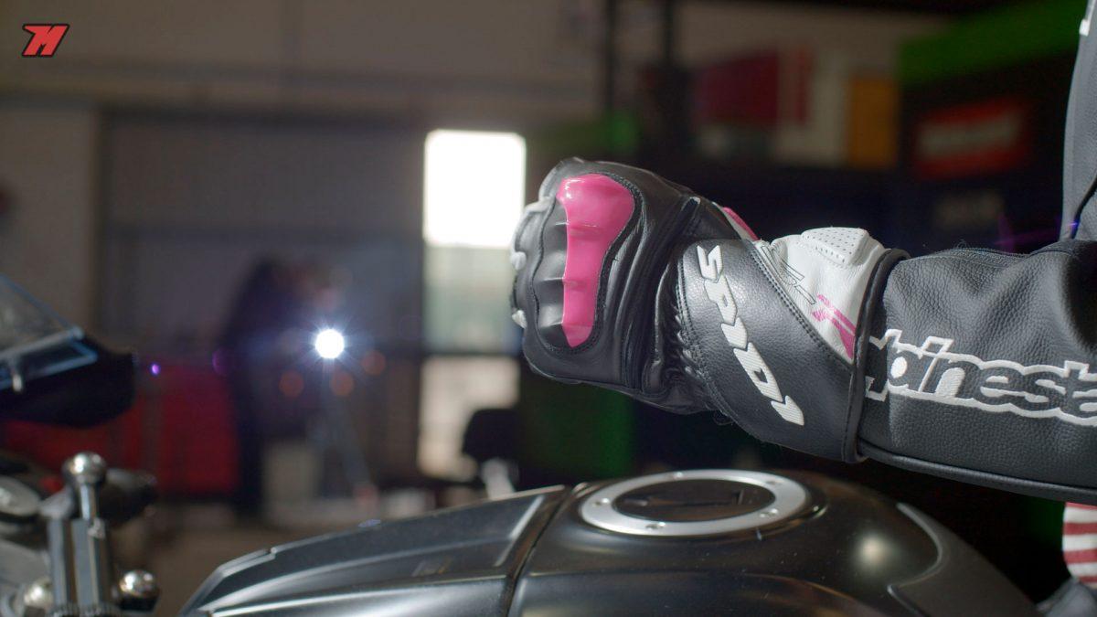 Así lucen estos guantes de moto Spidi.