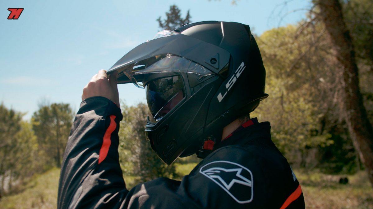Este es un casco modular y adventure a la vez