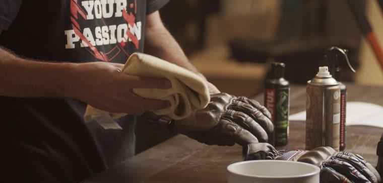 Te contamos qué hay que tener en cuenta para limpiar los guantes.