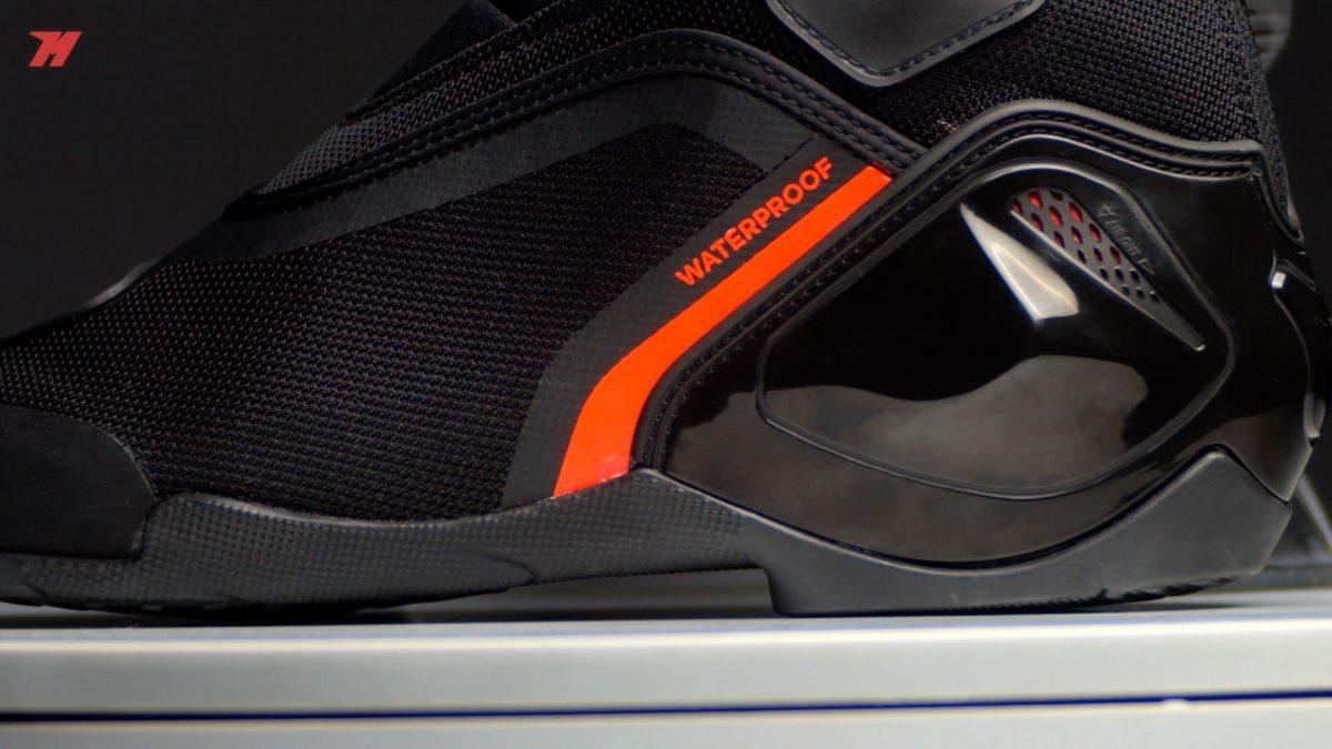 Estas botas de moto son impermeables.