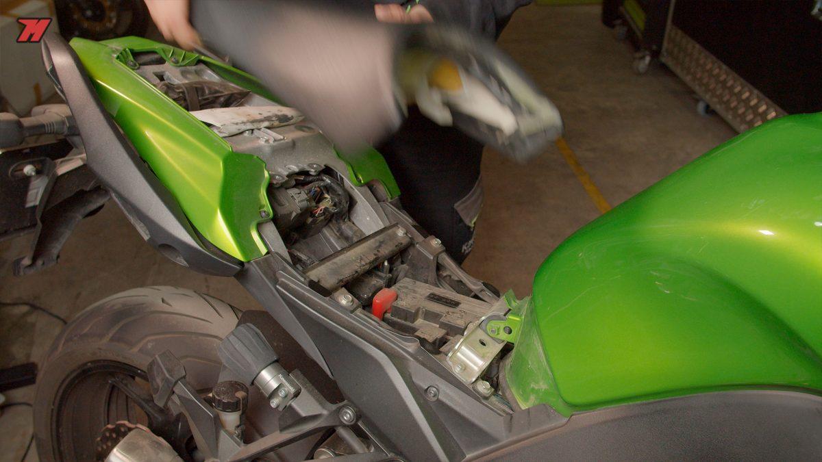 Te explicamos cómo cargar la batería de tu moto