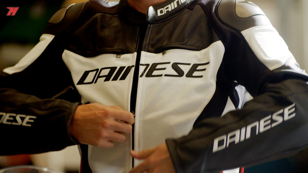 La chaqueta Dainese Racing 3 Estiva es una chaqueta de moto piel para verano.