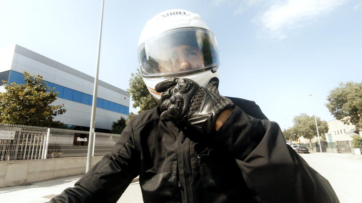 Ir en moto cuando hace calor necesita de una preparación.