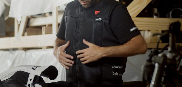 Este es el chaleco con airbag para motoristas definitivo.