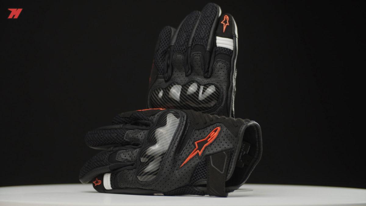 Estos guantes Alpinestars tienen la protección de los nudillos de carbono