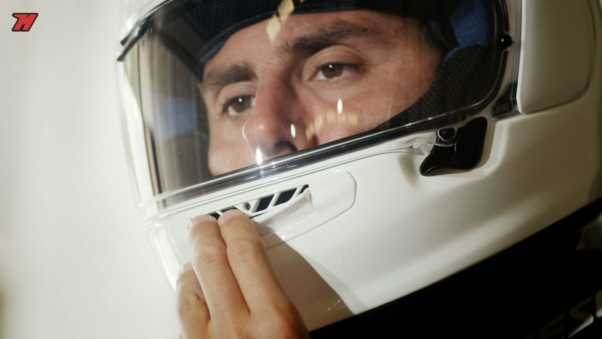 Así es el Arai Profile-V, el casco Arai más asequible.