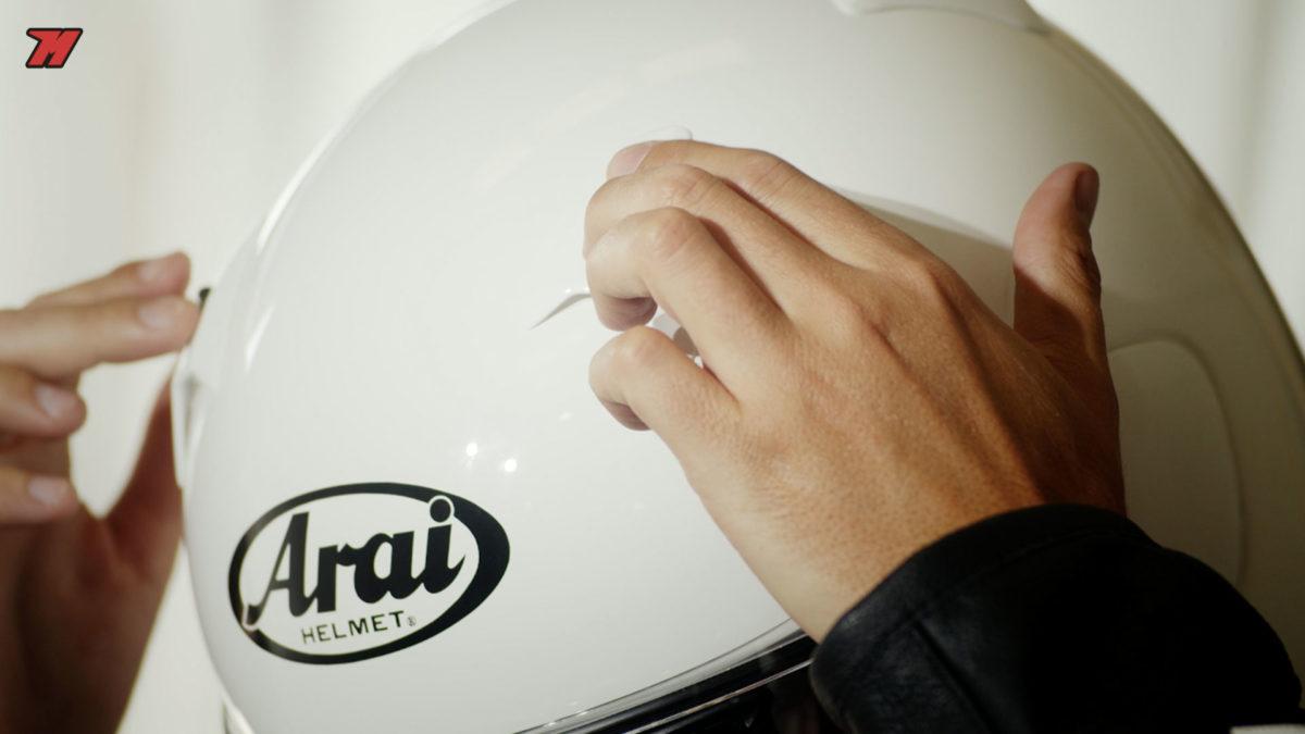 este casco Arai tiene unos detalles muy cuidados.