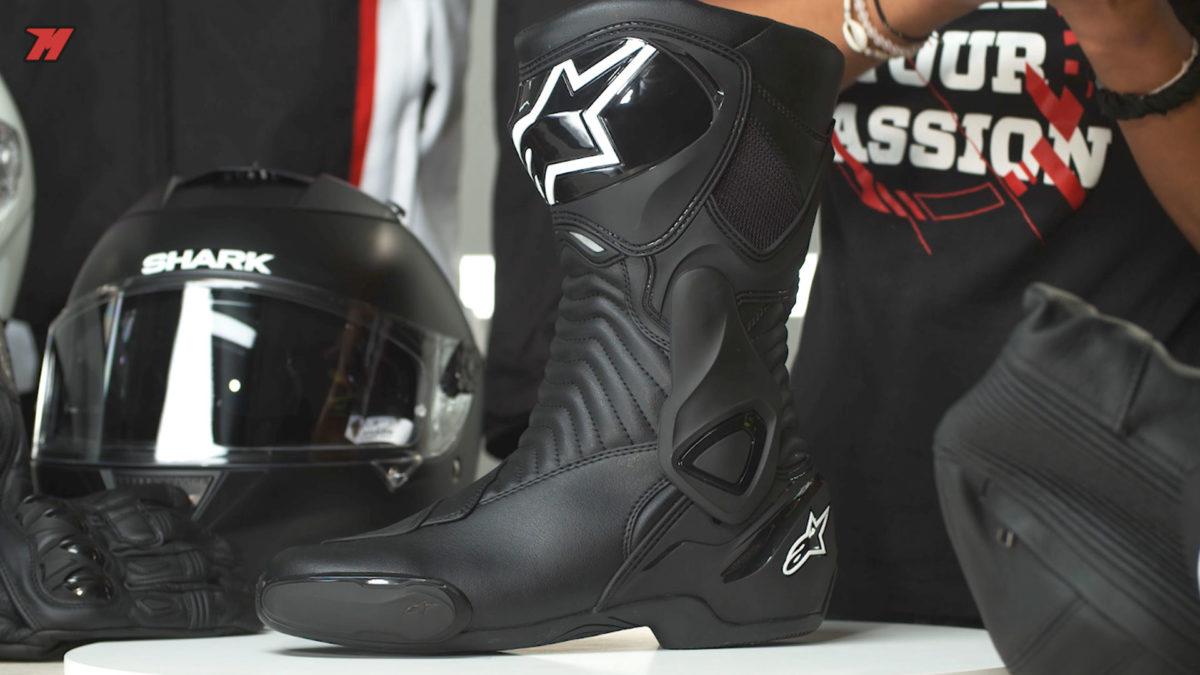 Estas botas de moto Alpinestars también están de rebajas.
