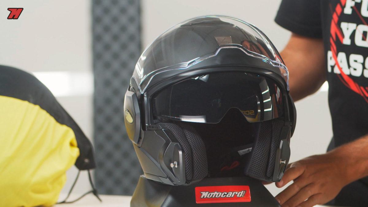 Este casco modular Scorpion equipa visor solar.