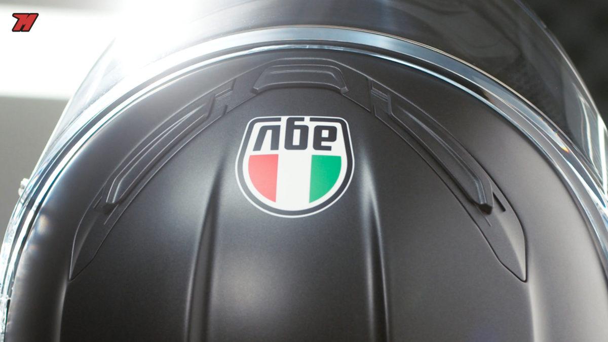 Las entradas de aire reflejan el carácter deportivo de este nuevo casco de AGV.