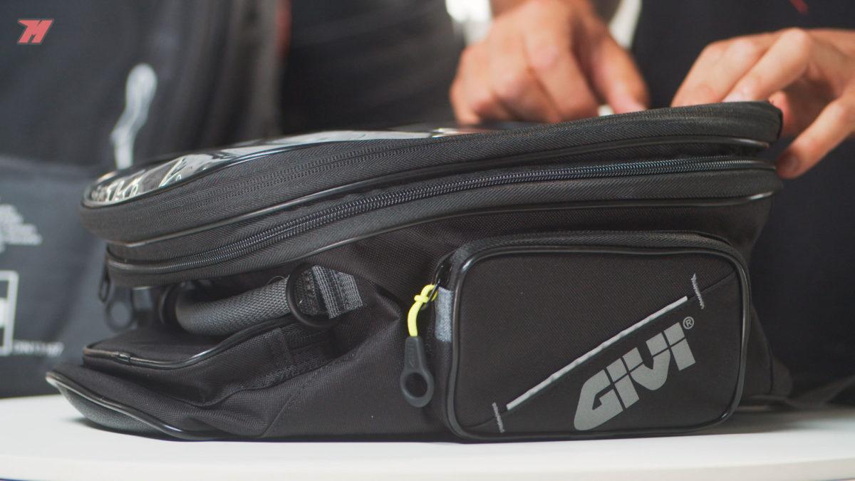 Una bolsa sobredepósito es una excelente opción para viajar en moto.