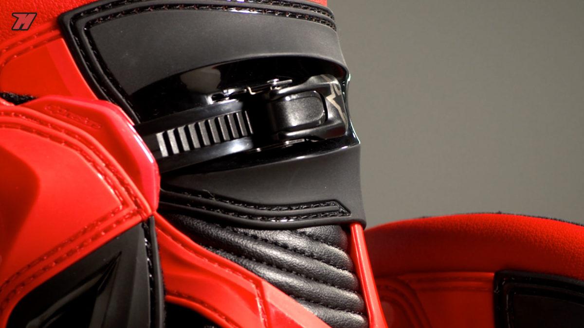 Así son las botas de moto Alpinestars, ideales para carretera y para circuito.
