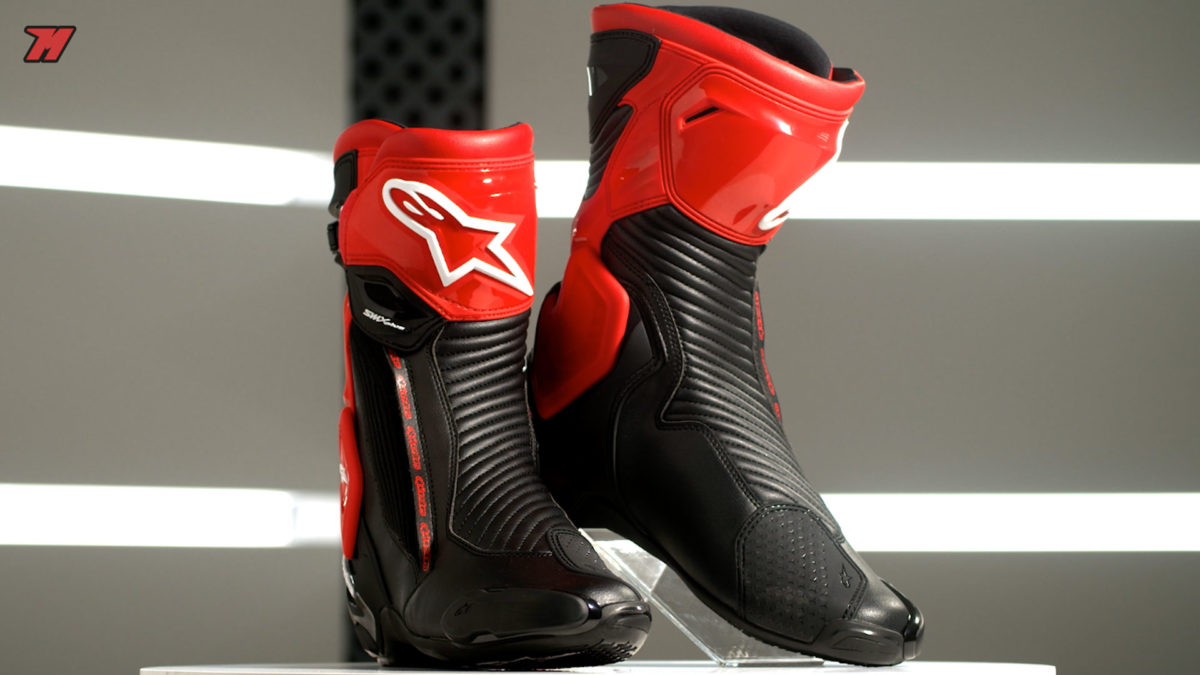 Así lucen estas botas de moto de Alpinestars. Pura adrenalina, ¿verdad?