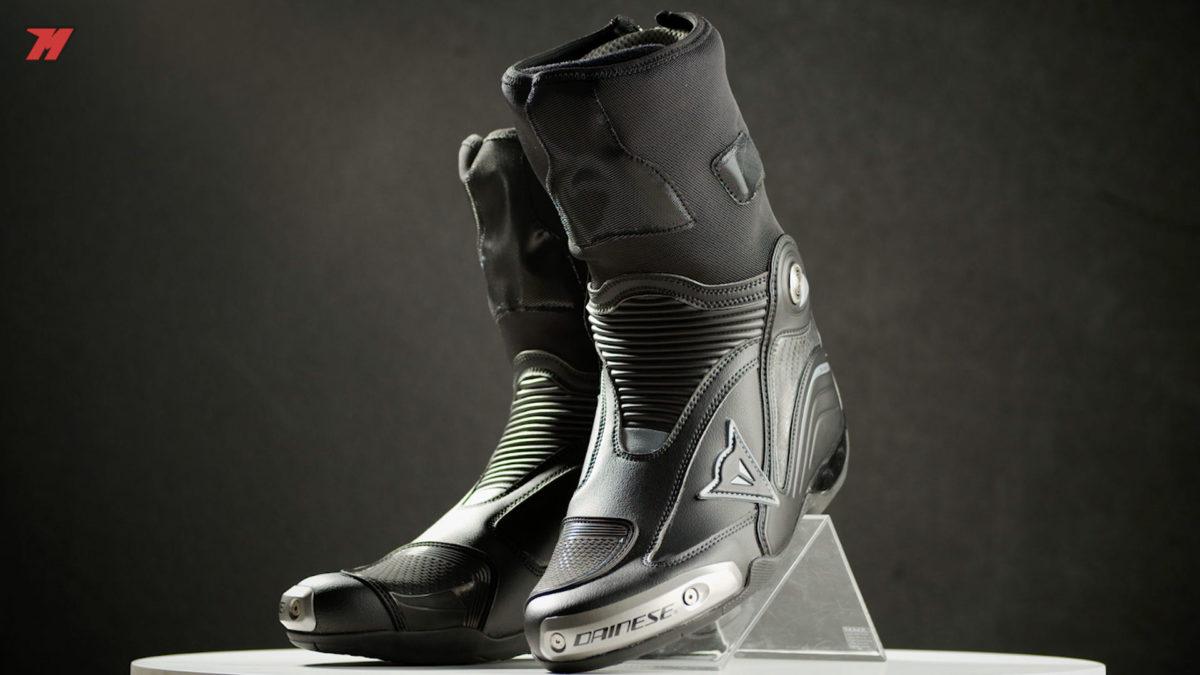 Las Dainese Axial D1 son las mejores botas de la marca para circuito.