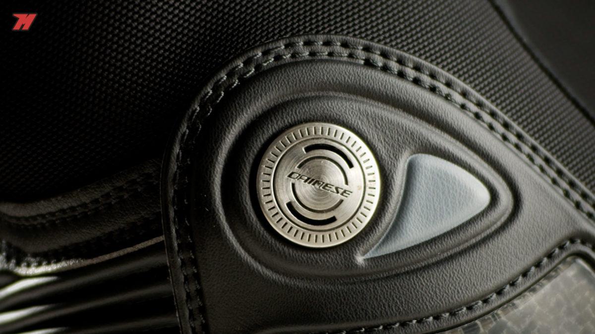 las protecciones de las botas Dainese son espectaculares.