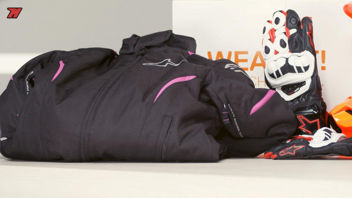 Si buscas una chaqueta de moto para mujer, esta chaqueta Alpinestars Gunner es una buena opción