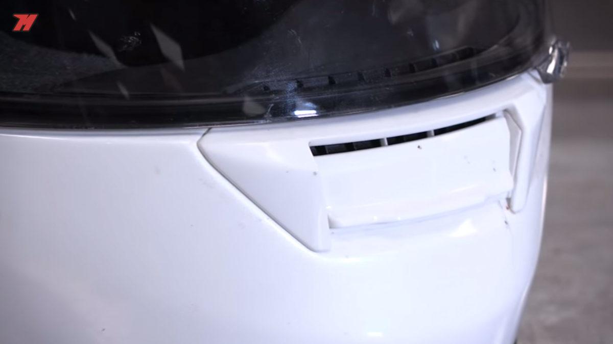 Hay que limpiar tu casco de moto periódicamente