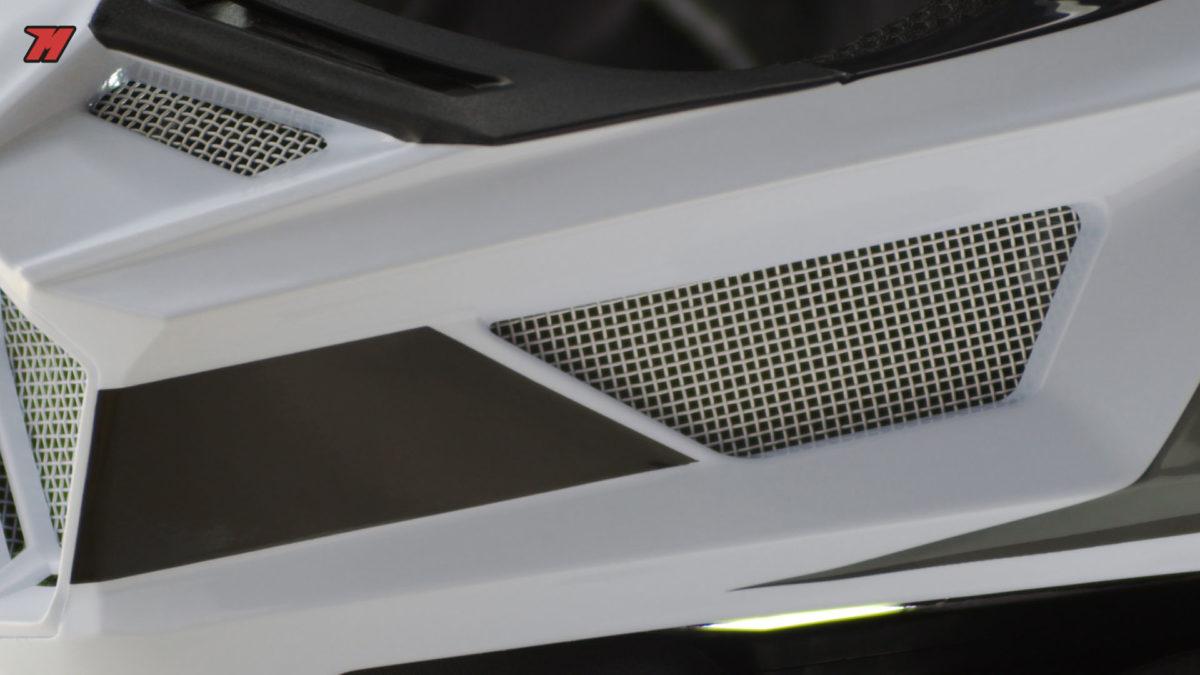 Un buen casco de motocross debe estar pensado para extraer el aire caliente generado en el interior