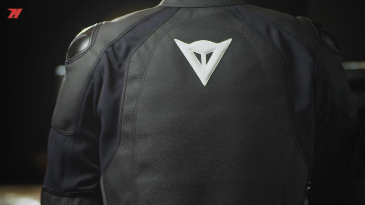 Esta chaqueta de moto Dainese Intrepida Estiva es ideal para verano