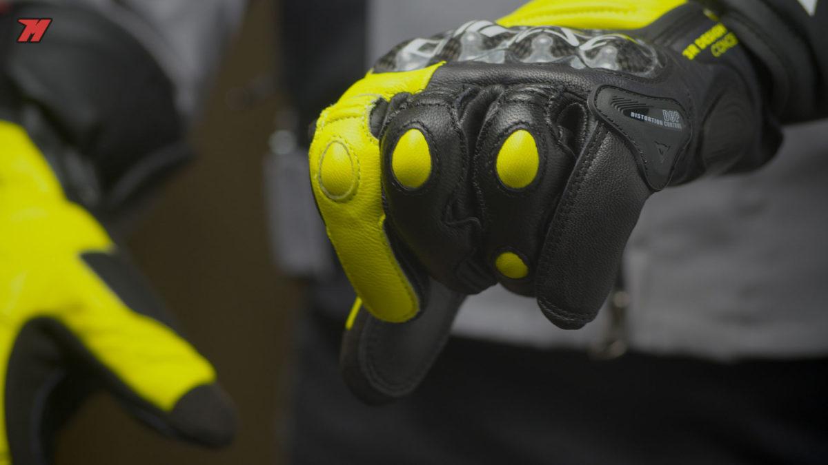 Estos guantes de moto nos ofrecen un gran tacto a los mandos de la moto