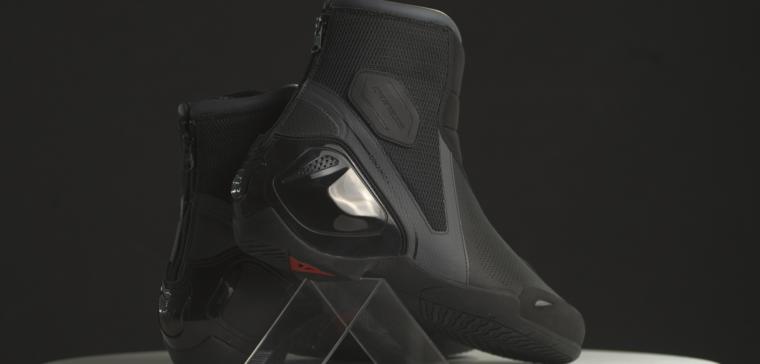 Análisis de las nuevas botas de moto para verano de Dainese