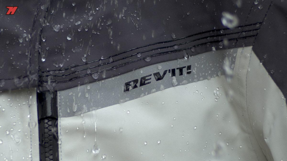 la marca Revit también tiene chaquetas de moto con membrana Gore-tex
