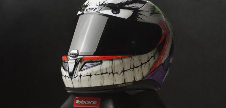 Así es el casco de moto del Joker