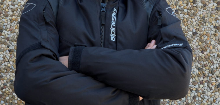 Análisis en vídeo de la nueva chaqueta de moto Alpinestars Headlands