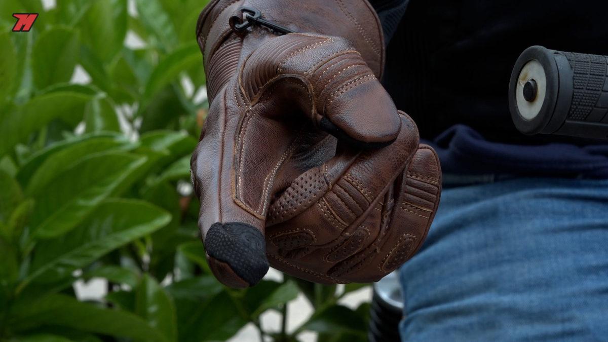 Los detalles de estos guantes están muy cuidados