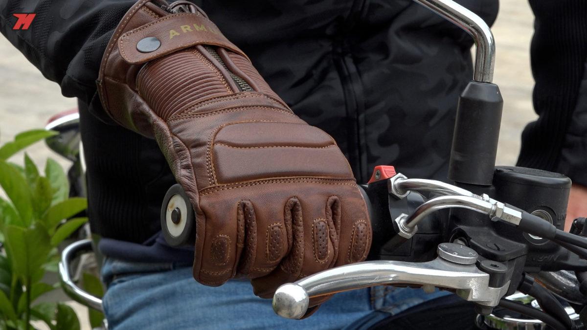 Estos guantes Armure son perfectos para una moto Cafe Racer