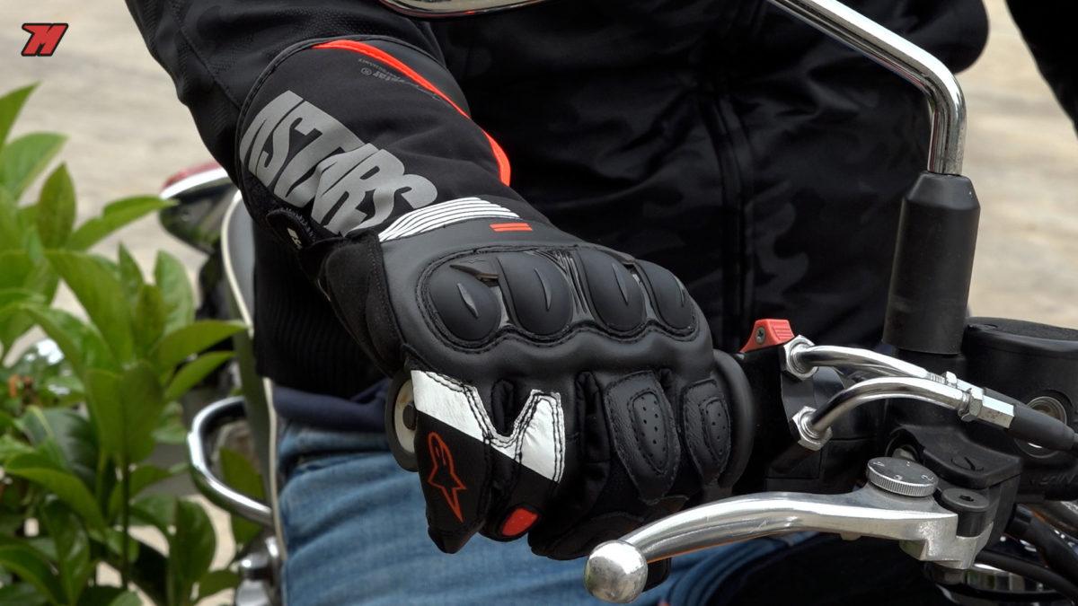 Guantes de moto racing e impermeables: así son los Alpinestars 365 Drystar